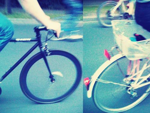 Unterschiedlichste Räder und Menschen